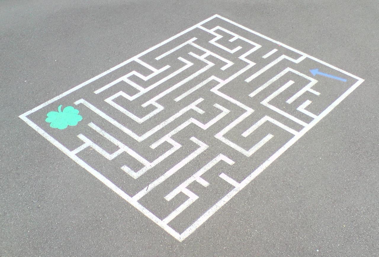 jeux ext rieurs pour enfants jeu ext rieur labyrinthe cour r cr ation sol peinture. Black Bedroom Furniture Sets. Home Design Ideas